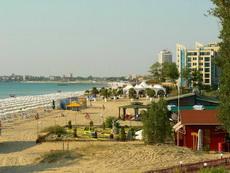 Слънчев Бряг - снимка на някои заведения по плажната ивица